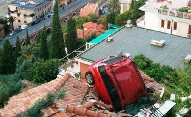 حوادث سيارات عجيبة #غرد_بصورة -13