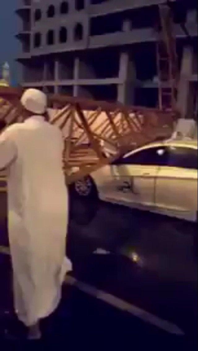 صورة متداولة لسقوط رافعة أخرى خارج الحرم #سقوط_رافعة_بالحرم