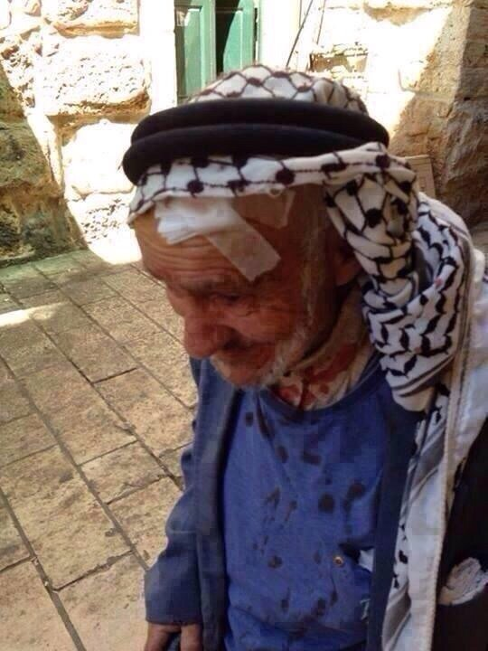 هذا هو الرئيس الشرعي والوحيد للشعب الفلسطيني - عجوز يدافع عن الأقصى