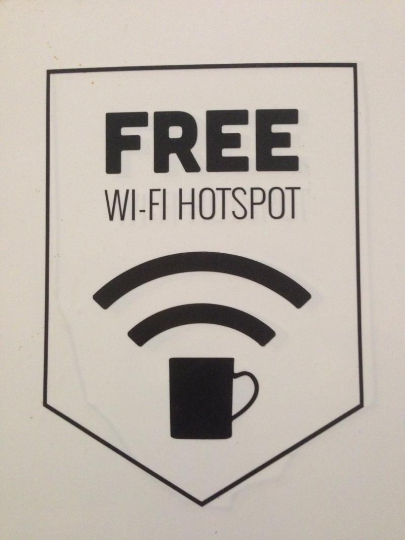 إعلان مبدع - أحصل على انترنت لاسلكي Wifi بشراءك كوب قهوة