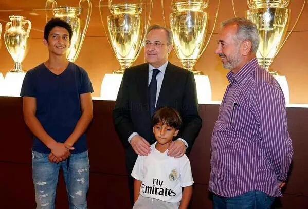 أسامة ونجليه زيد ومحمد يحققون حلمهم المدريديستا #ريال_مدريد