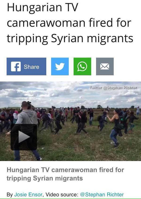 طرد المصورة التلفزيونية المجرية من عملها بعد أن عرقلت بقدمها لاجئاً سورياً هارب مع ابنته من الشرطة #معاناة_اللاجئين #أوروبا