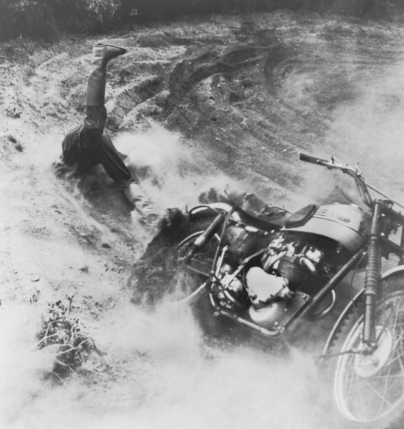 الصورة الفائزة بالطبعة الأولى لجائزة الصورة الصحافية العالمية 1955 للمصور موجانس فون هافن