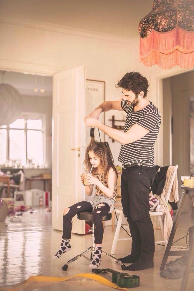 الأب الحنون يجعل أي زوج لابنته في المستقبل مقصرا دوما - صورة ١
