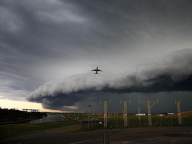تسونامي من الغيوم فوق #سيدني #غرد_بصورة-2
