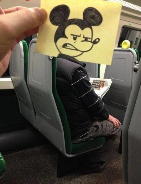 رسام يحول المسافرين إلى شخصيات كرتونية بشكل طريف #غرد_بصورة -8