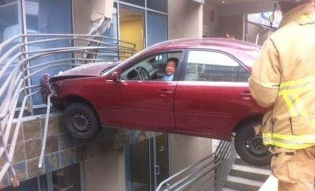 حوادث سيارات عجيبة #غرد_بصورة -1