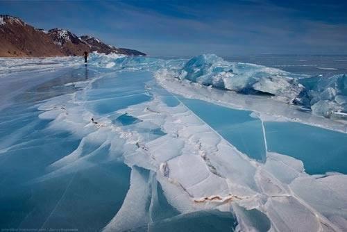 #البحيرة_الفيروزية_المتجمدة  فى #سيبيريا عمرها 25 مليون سنة وعمقها 1700 متر - صورة 1
