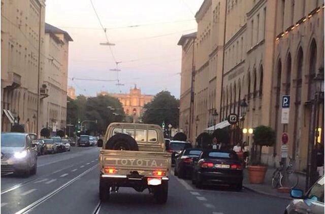 شرطة #أبوظبي تحاسب مواطنا قاد سيارته بتهور في #أوروبا - قمة في تحمل المسؤولية والانضباط