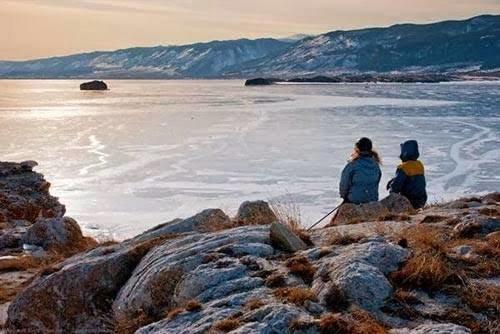 #البحيرة_الفيروزية_المتجمدة  فى #سيبيريا عمرها 25 مليون سنة وعمقها 1700 متر - صورة 7
