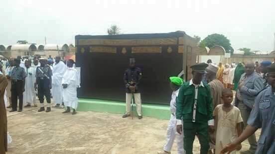 نيجيريا تبني الكعبه في بلدها للطواف وتعلن لاداعي للسفر إلى السعوديه وصرف الاموال #غرد_بصورة-2