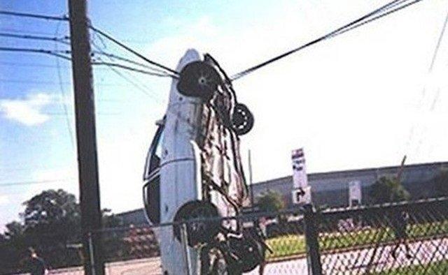 حوادث سيارات عجيبة #غرد_بصورة -21