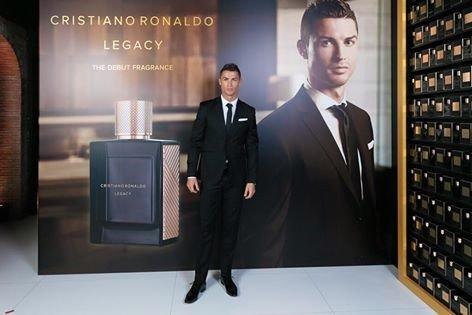أطلق نجم #كريستيانو_رونالدو ماركة عطر جديدة تحمل عنوان Cristiano Ronaldo Legacy #ريال_مدريد #كورة -1