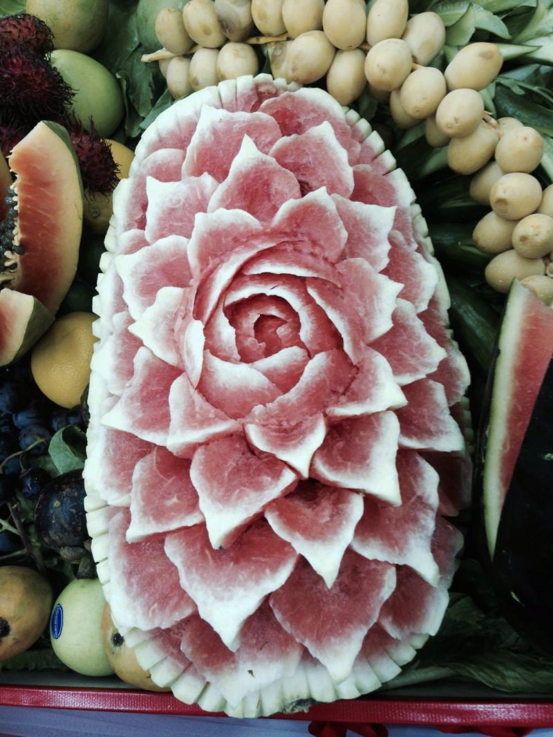 باقات وتصاميم مميزة من الفواكه والخضار في الخالدية مول #أبوظبي - صورة ٤