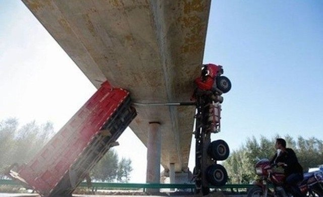 حوادث سيارات عجيبة #غرد_بصورة -18