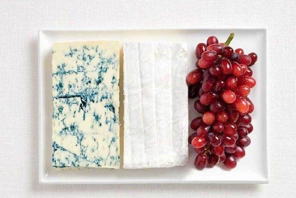 علم #فرنسا بالجبنة زرقاء وجبن أبيض وعنب #غرد_بصورة