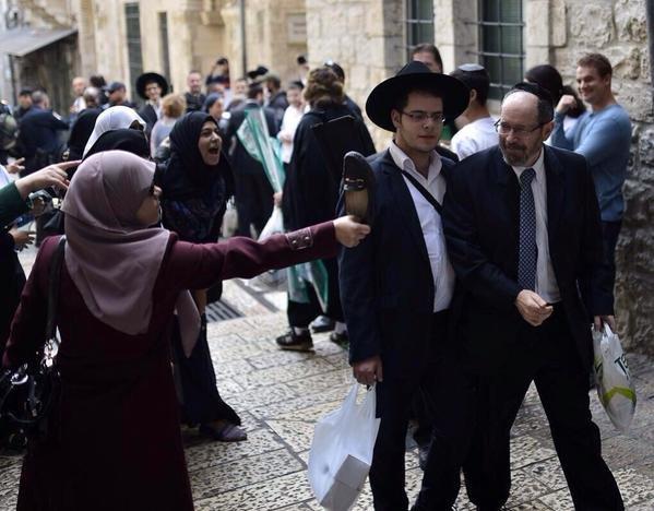وزير الزراعة الإسرائيلي يقتحم #المسجد_الأقصى للاحتفال برأس السنة العبرية #الأقصى_في_خطر #الأقصى