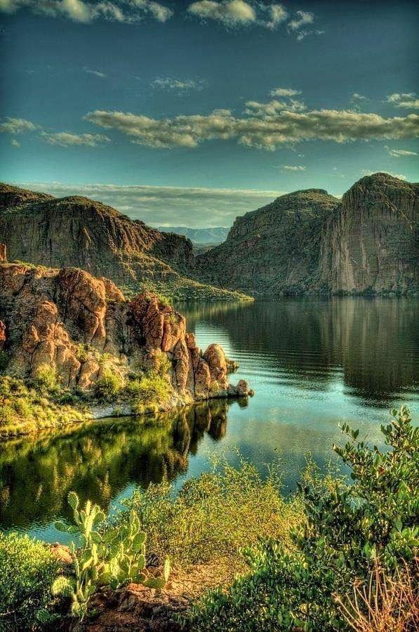 البحيرة الزجاجية في جبال روكي في #أريزونا