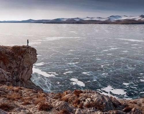 #البحيرة_الفيروزية_المتجمدة  فى #سيبيريا عمرها 25 مليون سنة وعمقها 1700 متر - صورة 2