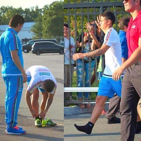 في لقطة رائعة الكولومبي #رودريغيز يهدي حذائه لمشجع، ويواصل السير بدون حذاء #ريال_مدريد
