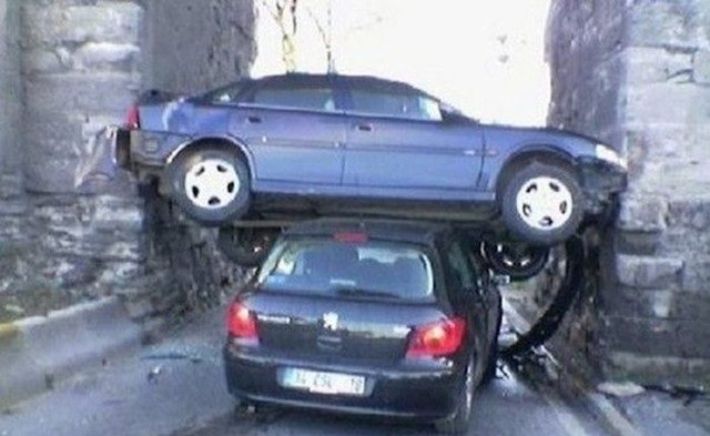 حوادث سيارات عجيبة #غرد_بصورة -19