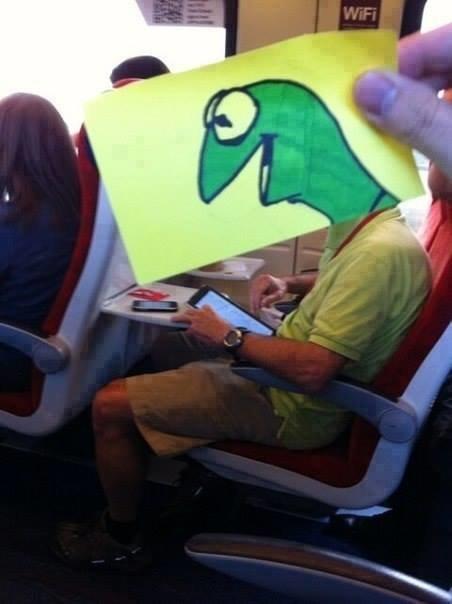 رسام يحول المسافرين إلى شخصيات كرتونية بشكل طريف #غرد_بصورة -1