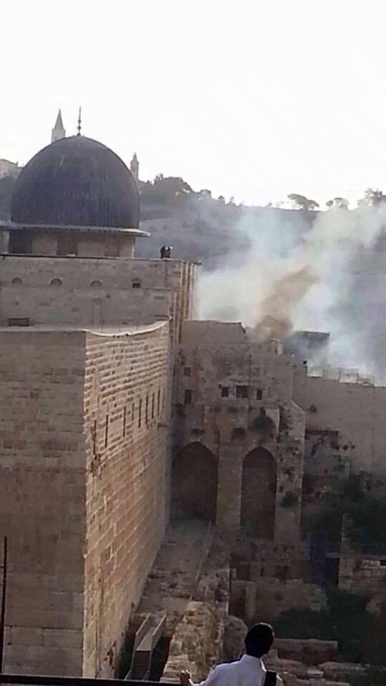 الأدخنة تتصاعد من الجزء الجنوبي في المسجد الأقصى نتيجة حريق