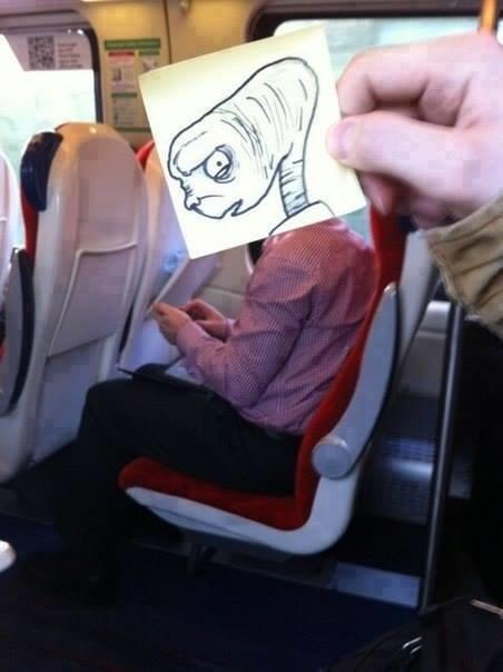 رسام يحول المسافرين إلى شخصيات كرتونية بشكل طريف #غرد_بصورة -2