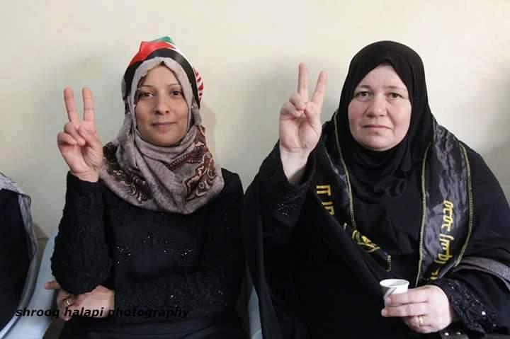 في الصورة والدتا الشهيدين #ضياء_التلاحمه و#مهند_الحلبي.#فلسطين