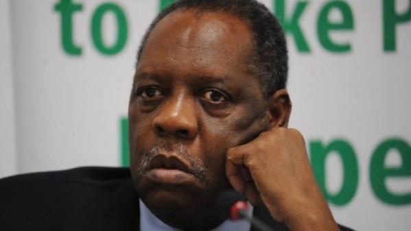"""لوائح \""""فيفا\"""" تمنح الكاميروني حياتو أحقية تولي منصب الرئاسة مؤقتاً #عيسى_حياتو #فيفا"""