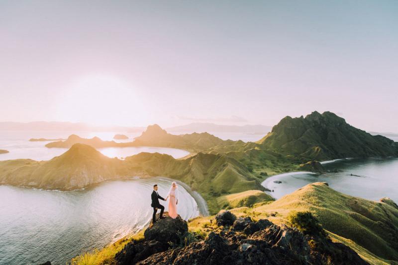 خارج عن المألوف صوره الزفاف وسط الطبيعة الساحرة في #إندونيسيا #غرد_بصورة