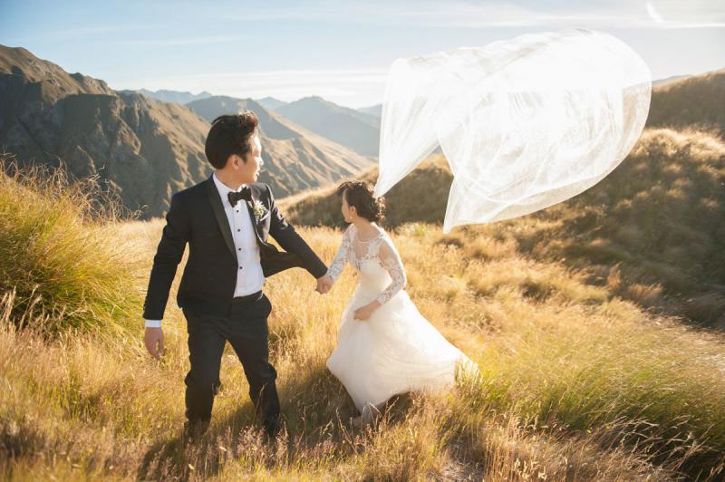 خارج عن المألوف صوره الزفاف وسط الطبيعة الساحرة في #نيوزلندا #غرد_بصورة