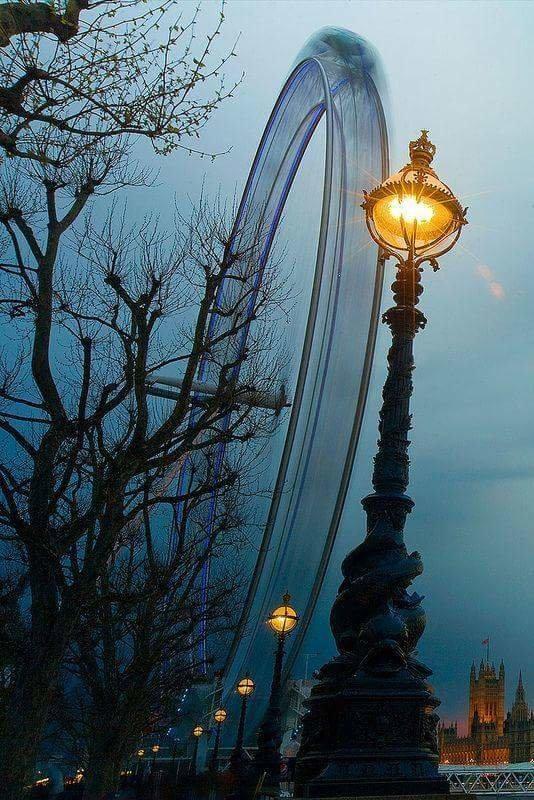 صورة عين #لندن في الضباب