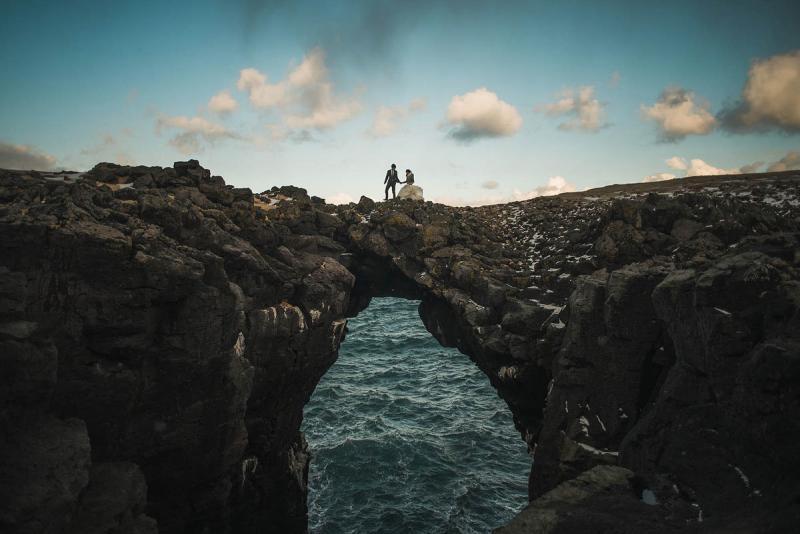 خارج عن المألوف صوره الزفاف وسط الطبيعة الساحرة في #آيسلندا #غرد_بصورة