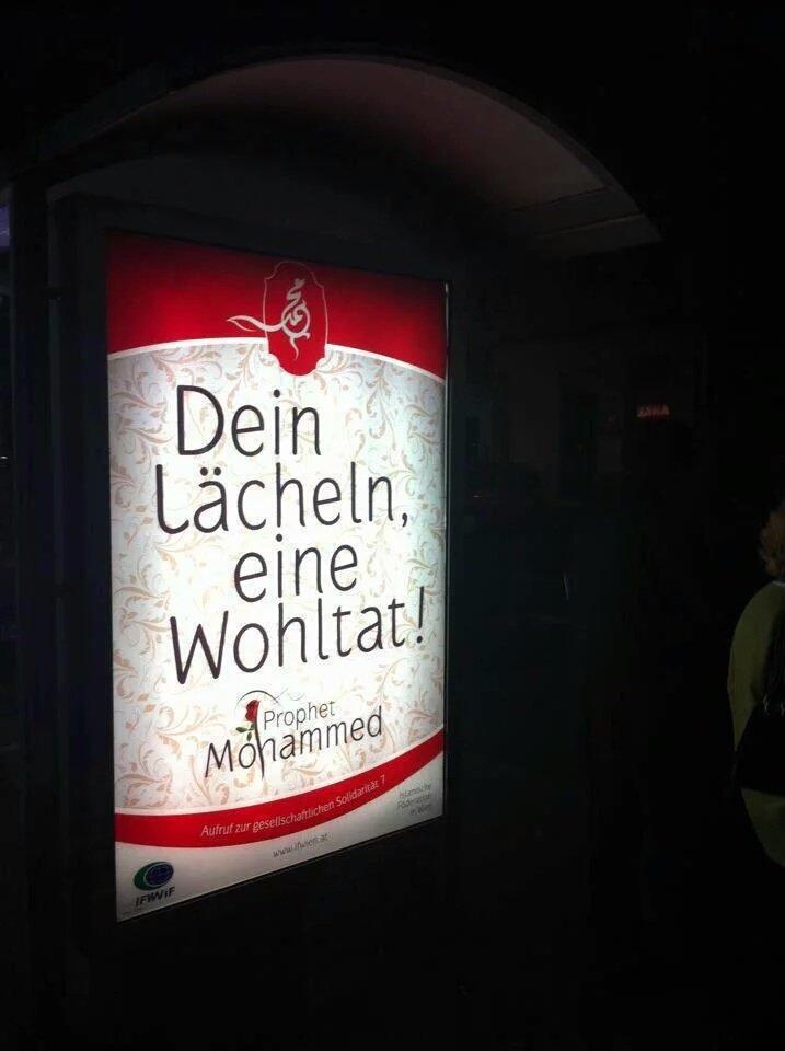 لوحات في #ألمانيا تحمل حديث الرسول صلى الله عليه وسلم -تبسمك في وجه أخيك صدقة-