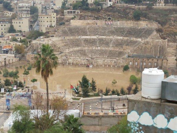 أمطار غزيرة في #عمان #الاردن المدرج الروماني #عمان_تغرق -26