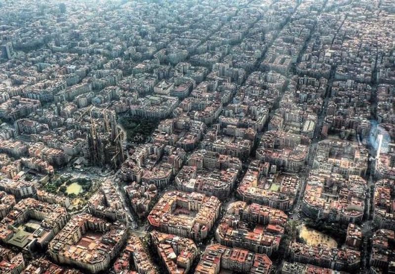 مدينة #برشلونة #إسبانيا فيها ٤٠٢٧ شارع