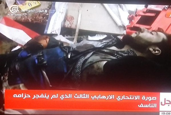 صورة الإرهابي الثالث لم ينفجر حزامه وقد قتل في التفجير الثاني وانقطع إلى نصفين ومازال الحزام لاصق فيه #تفجيري_برج_البراجنة