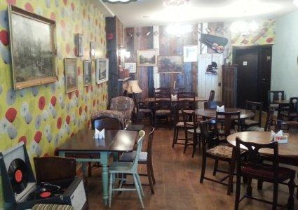 مطعم شابي شيك مبني جولدن تور , بالقرب من بناية المعمورة، شارع المرور، #أبوظبي