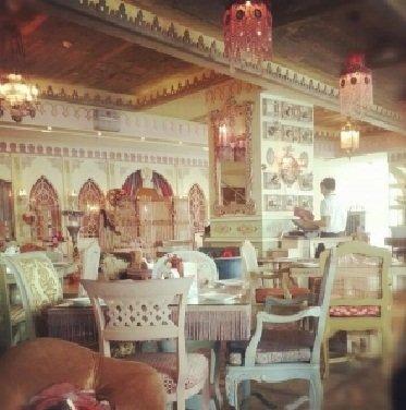 مطعم شكسبير أند كومبانى-المطر #برج_الجارديان ، بالقرب من فندق هوليداي إن، طريق المطار ، آل مطر، #أبوظبي