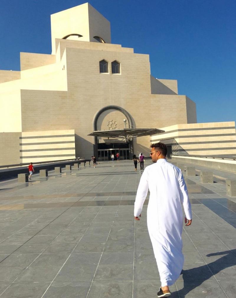 صورة ريكي مارتن بالدشداشة في #قطر #مشاهير - صورة٤