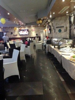 مطعم وكوفيشوب لو شاندولييه الطابق 14، فندق أورينتال، شارع الكترا، #أبوظبي