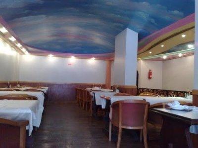 مطعم جولدن فورك -الخالديه شارع زايد الأول ، بجانب فندق شيراتون ، #أبوظبي