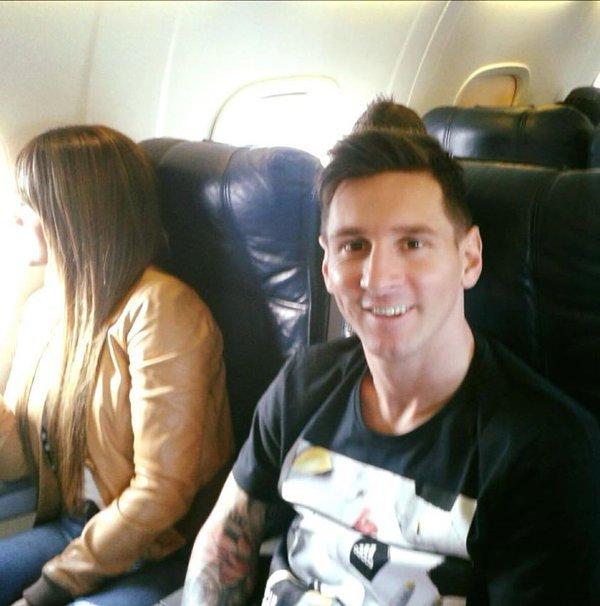 ليو ميسي مع زوجته في المطار قبل السفر الى زيورخ #برشلونه