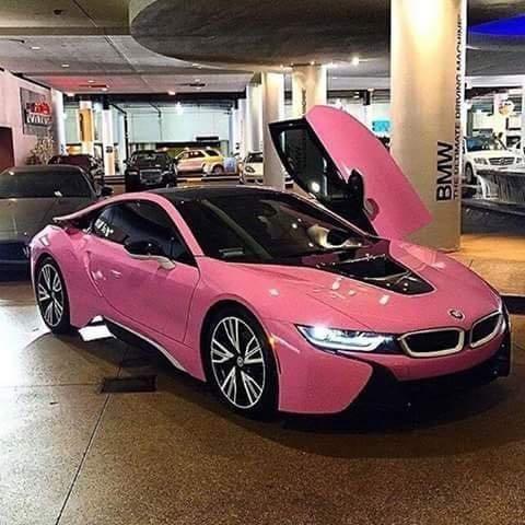 سيارة #BMWi8 باللون الزهري #سيارات
