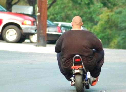 أول مرة أشوف دراجة راكبة بواحد