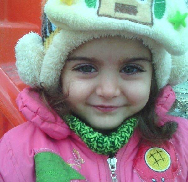 طفلة تركية بجمال عيون عجيب - صورة ٣