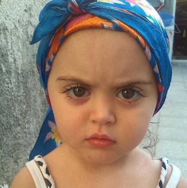 طفلة تركية بجمال عيون عجيب - صورة ٤