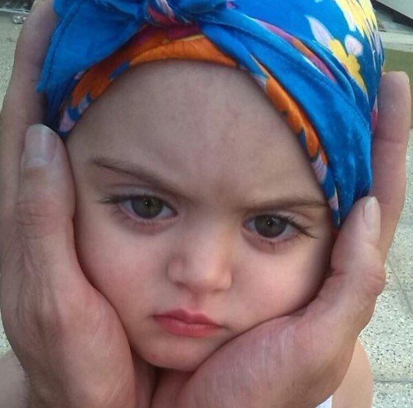 طفلة تركية بجمال عيون عجيب - صورة ٢