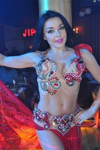 الراقصة الأوكرانية #آلا_كوشنير من كليب #مصطفى_حجاج يا منعنع - صورة 9